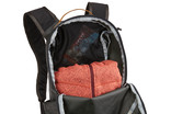Thule Stir 18L zippered compartment
