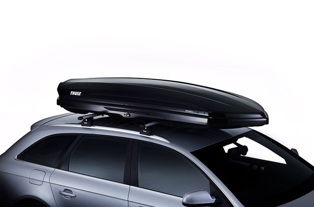 Thule Dynamic 800 Black on car