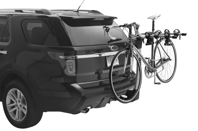 Hitch rack Thule Apex 4 Bike 9025 on a car