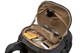 Thule Landmark 70L protect and organize